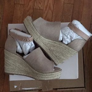 BNIB Not Rated Sz 9 Kristen Wedge Shoes-Rose Gold